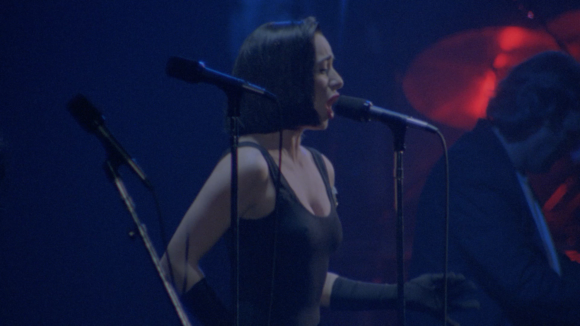 Pink Floyd - Delicate Sound Of Thunder 1988 [2020, Progressive Rock, Psychedelic, Blu-ray, 1080p] screenshots
